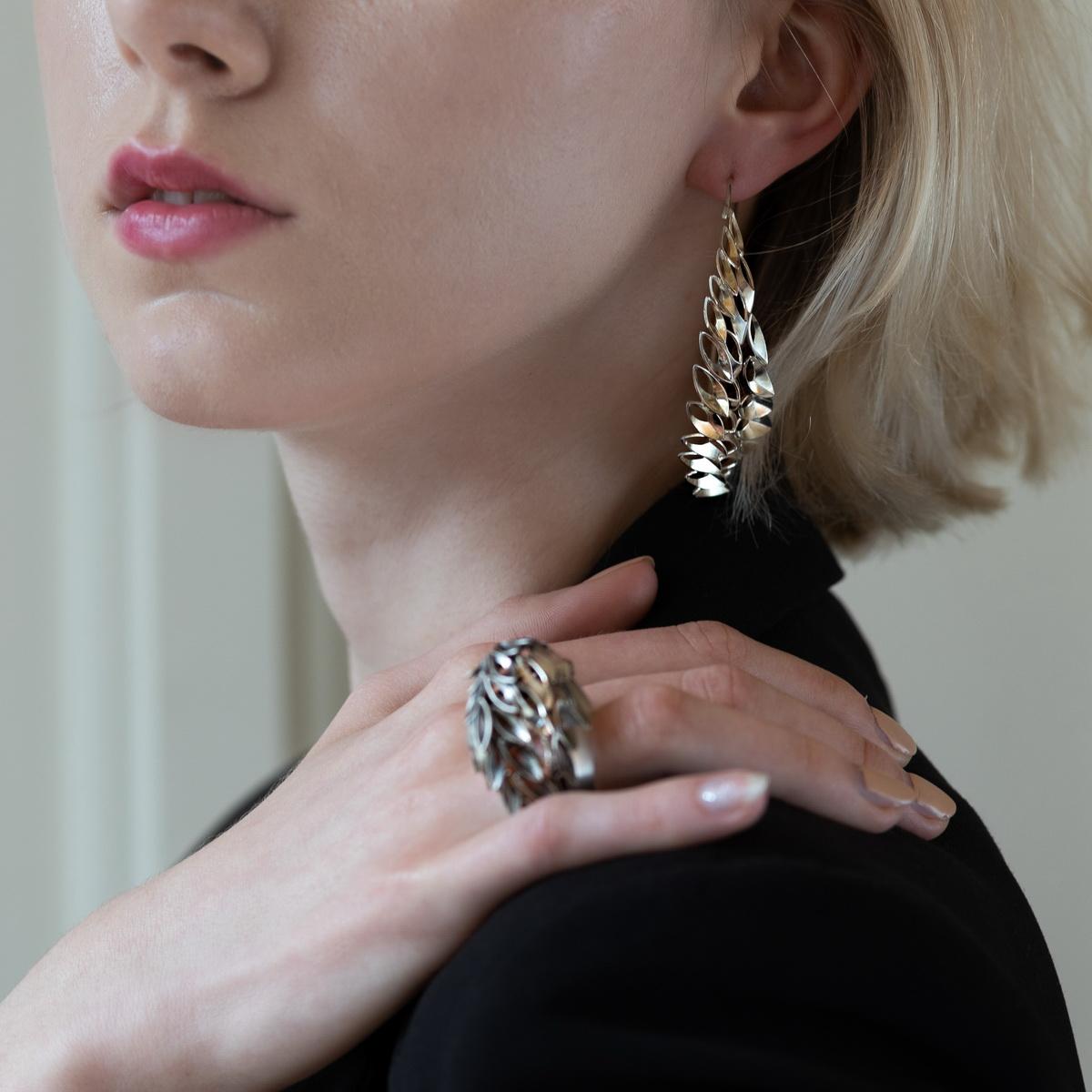 Delphine Perrache (Francja), pierścień Krawędź tnąca, kolczyki Pegaz